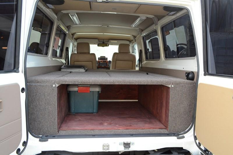 Багажное отделение Toyota Land Cruiser 78 в магазине автозвука и аксессуаров kSize.ru