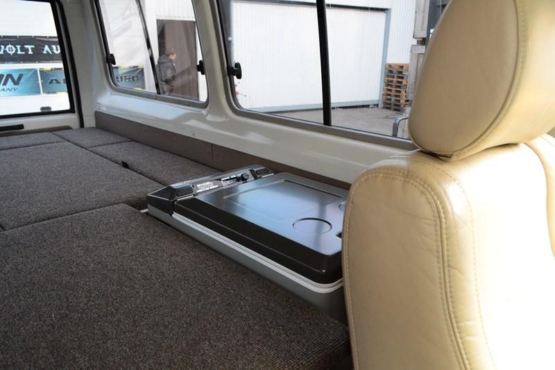 Установка двух салонных авто холодильников на Toyota Land Cruiser 78 в магазине автозвука и аксессуаров kSize.ru