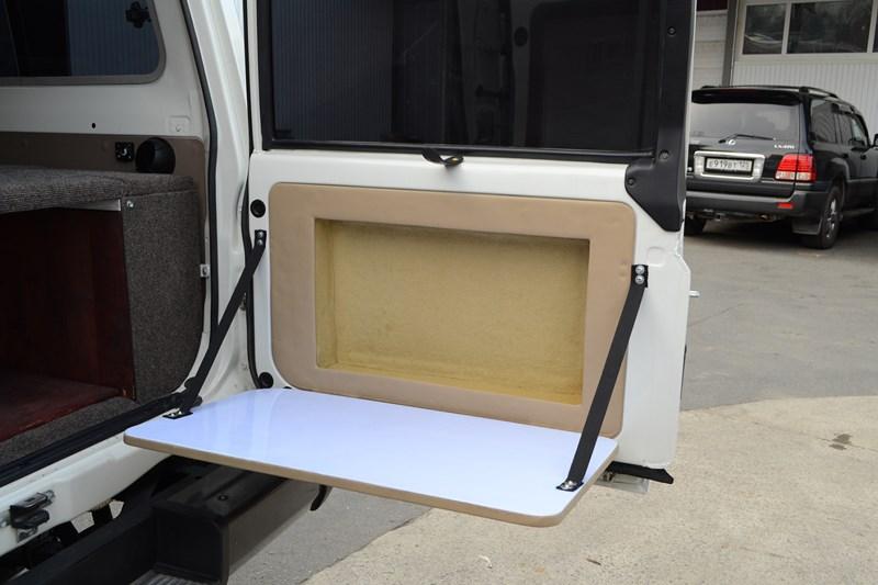 Изготовление откидного столика в нише двери багажника на Toyota Land Cruiser 78 в магазине автозвука и аксессуаров kSize.ru