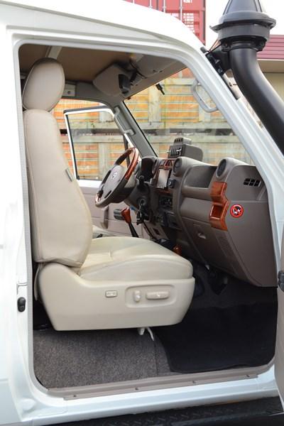 Салон на Toyota Land Cruiser 78 в магазине автозвука и аксессуаров kSize.ru