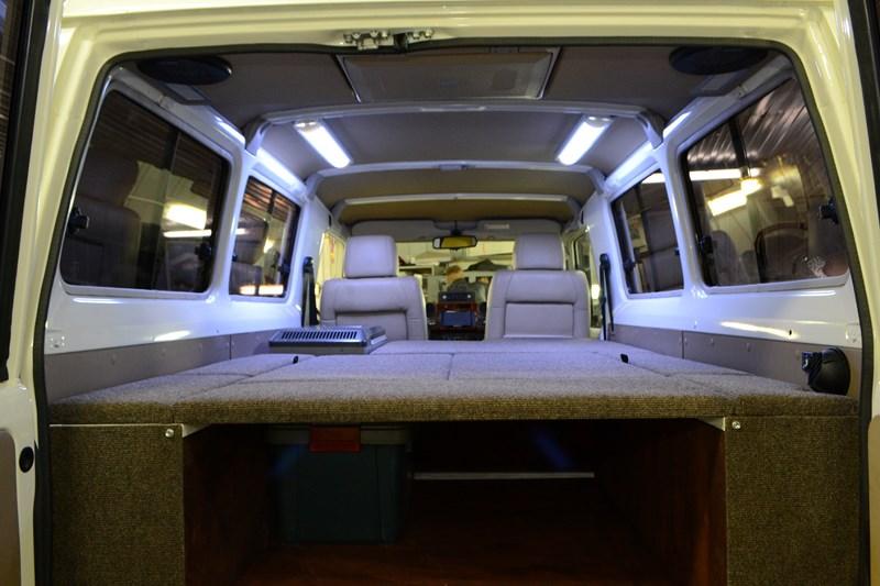 Установка складываемого сидения для задних пассажиров на Toyota Land Cruiser 78 в магазине автозвука и аксессуаров kSize.ru