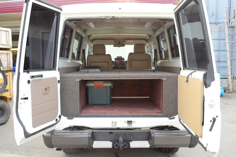 Трансформируемый спальник вместо продольных штатных лавочекна Toyota Land Cruiser 78 в магазине автозвука и аксессуаров kSize.ru