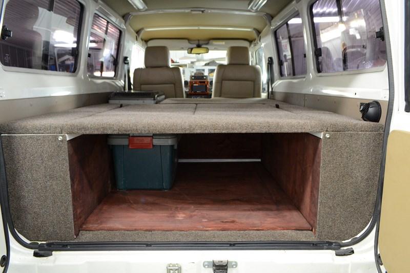 Изготовление трансформируемого спальника вместо продольных штатных лавочек на Toyota Land Cruiser 78 в магазине автозвука и аксессуаров kSize.ru