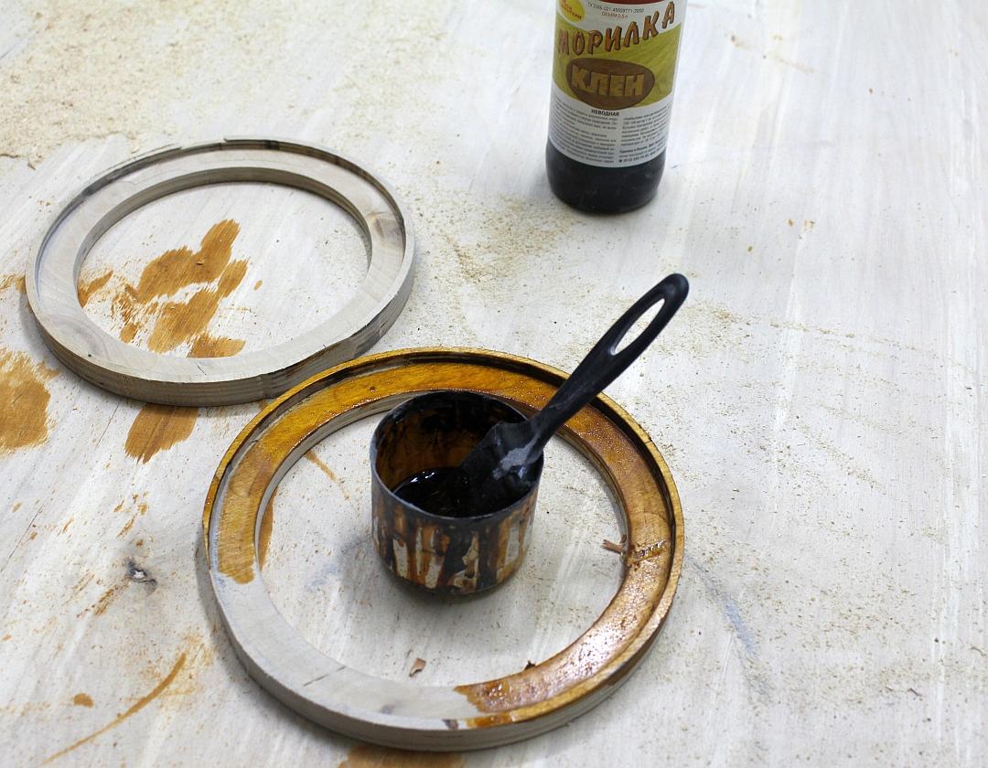 Обрабатываем фанерные кольца морилкой в магазине автозвука и аксессуаров kSize.ru