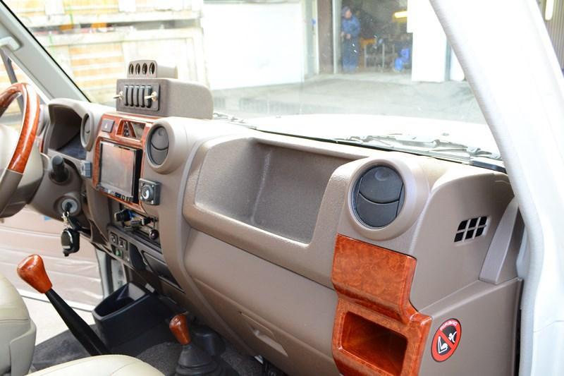 Изготовление и установка кармана вместо подушки безопасности пассажира на Toyota Land Cruiser 78 в магазине автозвука и аксессуаров kSize.ru