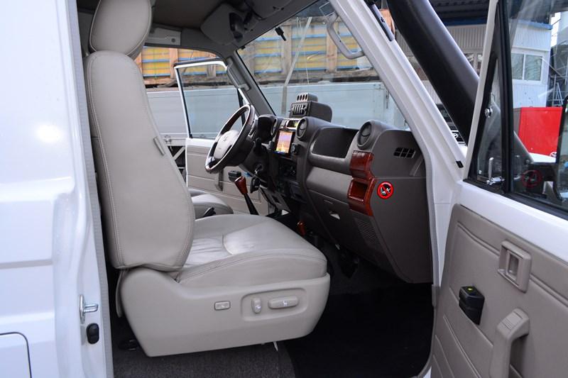 Установка электрорегилировки сидений на Toyota Land Cruiser 78 в магазине автозвука и аксессуаров kSize.ru